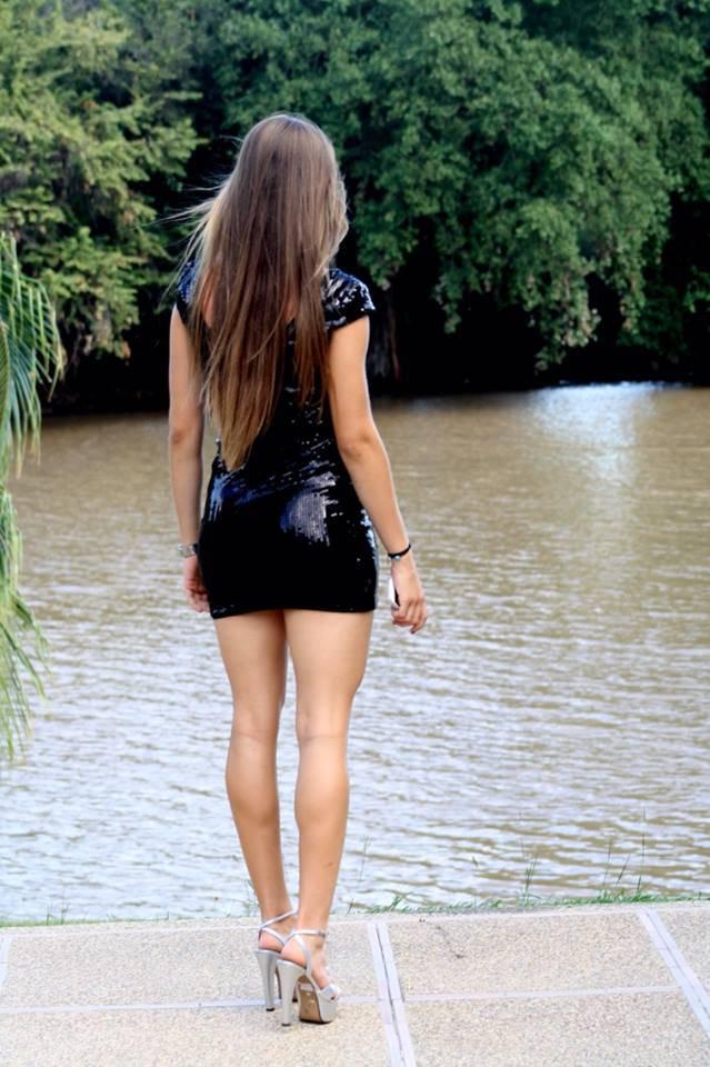 Chica con ricas piernas en el micro - 2 part 3